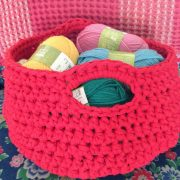 learn to make a crochet basket from recycled t-shirt yarn