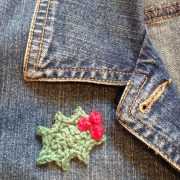 beautiful Christmas holly brooch pattern