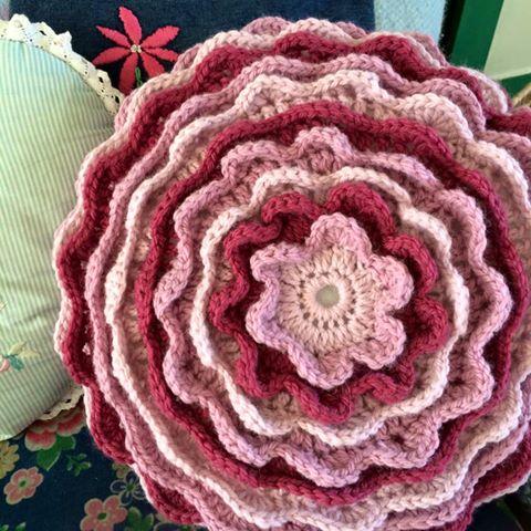 Crochet Flower Cushion (intermediate) - Re-made by Sam